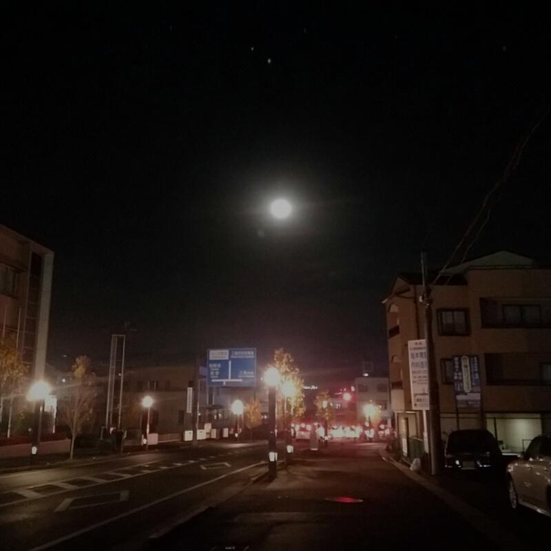 スーパームーンの翌日の月